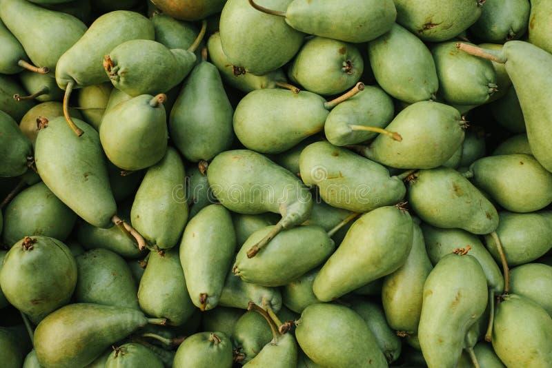 Neuer Birnenhintergrund Natürliche lokale Produkte auf dem Bauernhofmarkt Ernten Saisonprodukte Nahrung lizenzfreie stockbilder