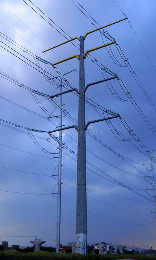 Neuer elektrischer Turmbeitrag stockfoto