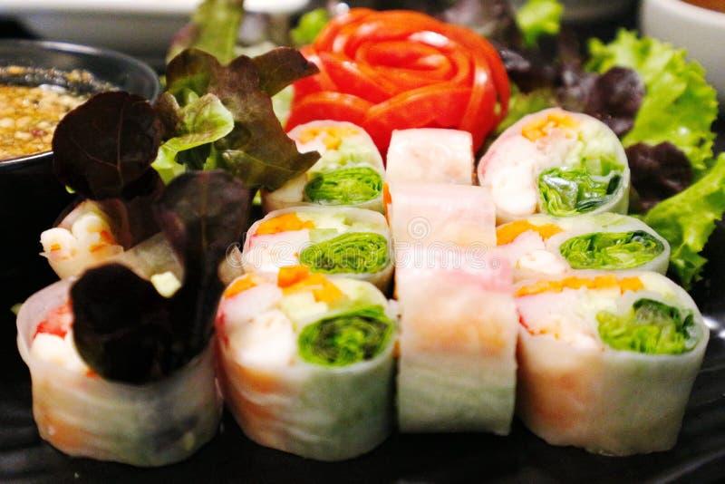 Neuer Garnelen-Frühling Rolls - vietnamesisches Lebensmittel stockbild
