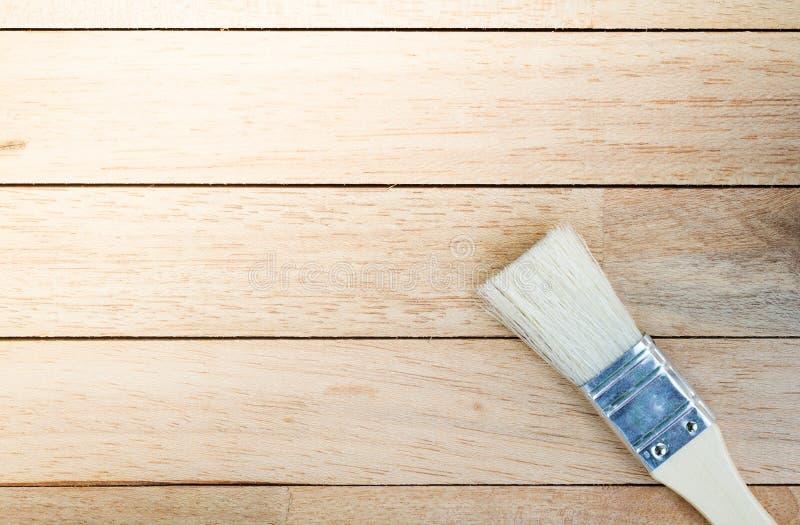 Neuer Malerpinsel auf leerem hölzernem Hintergrund stockfoto