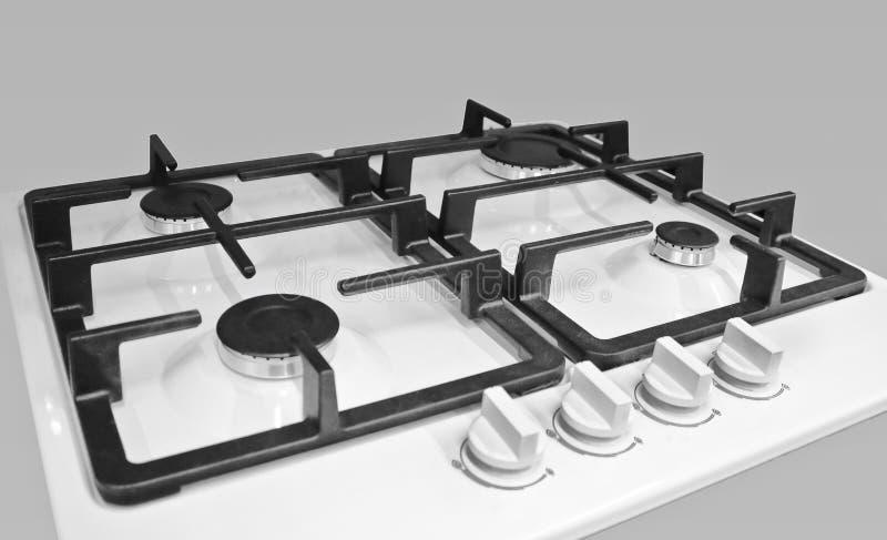 Neuer moderner Gasherd mit vier Brennern für die Küche, weiße emaillierte Oberfläche stockfoto
