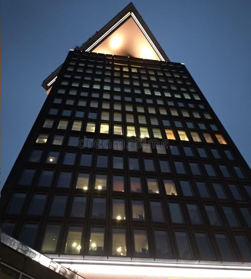 Neuer Palast in Amsterdam moderner Turm benutzt als Hotel, Restaurant, Geschäft für Einkaufs-, Bar- und Ausblickpunkt stockbilder