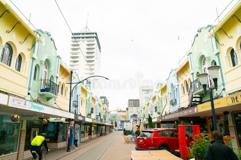 Neuer Regent Street mit Tramlinien und Leute und Erbfarbige Pastellgebäude lizenzfreie stockfotografie