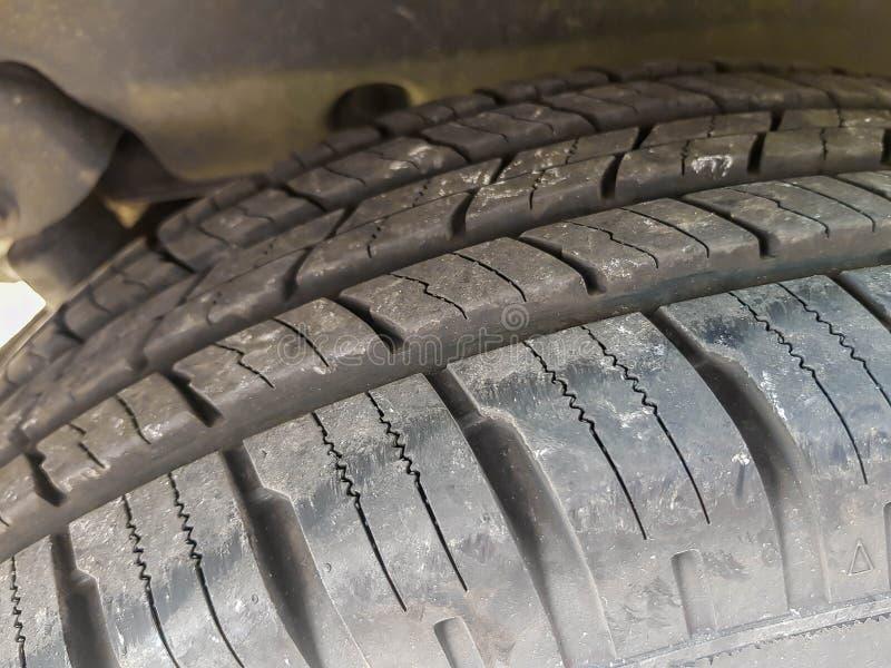 Neuer Reifen auf allem Geländeautoabschluß herauf Schuss stockfoto