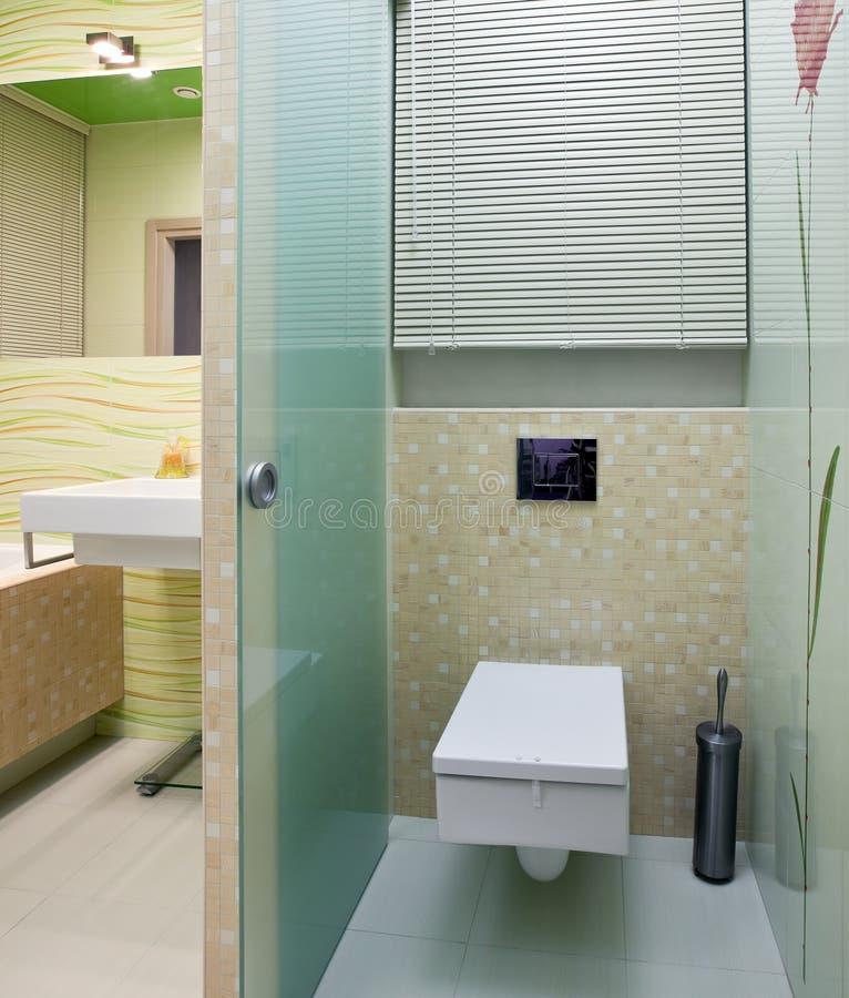 Neuer Restroominnenraum lizenzfreie stockbilder