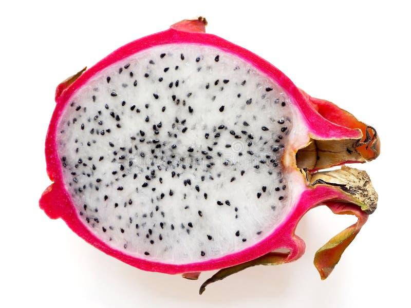 Neuer Schnitt von Dragon Fruit auf weißem Hintergrund stockbild