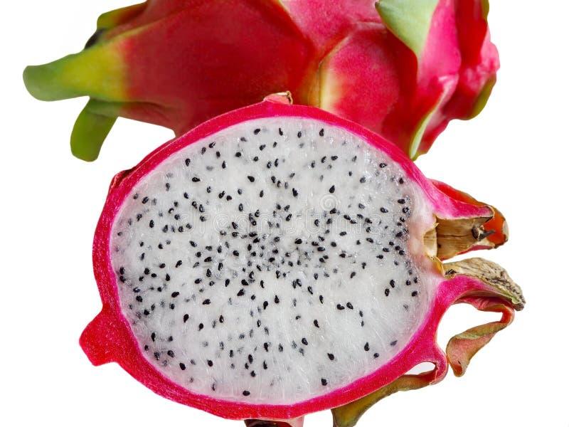 Neuer Schnitt von Dragon Fruit auf weißem Hintergrund stockbilder