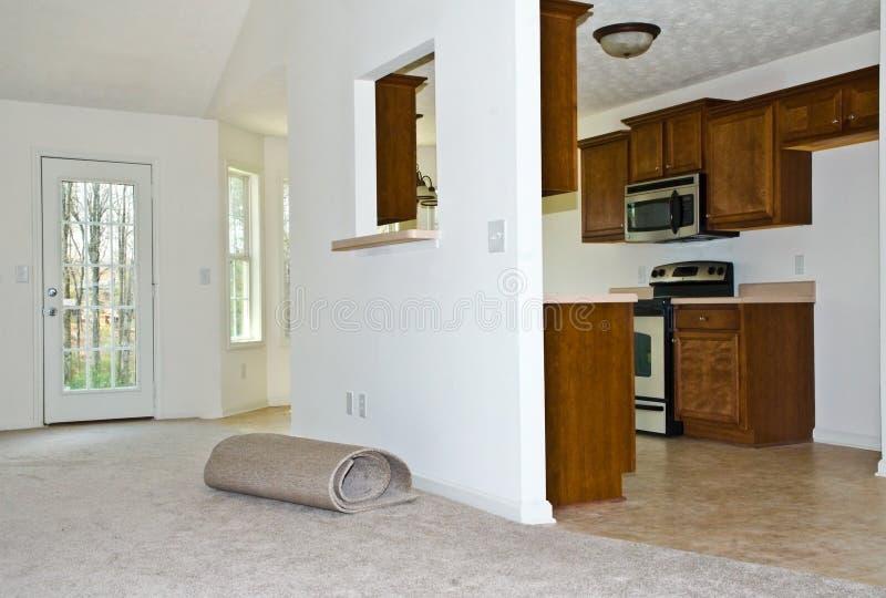 Neuer Teppich/umgestaltete Küche stockbild