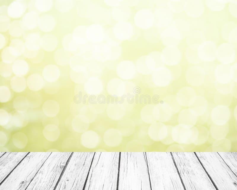 Neuer weicher grüner Frühlingshintergrund mit weißem bokeh und weißen hölzernen Planken lizenzfreie stockfotografie
