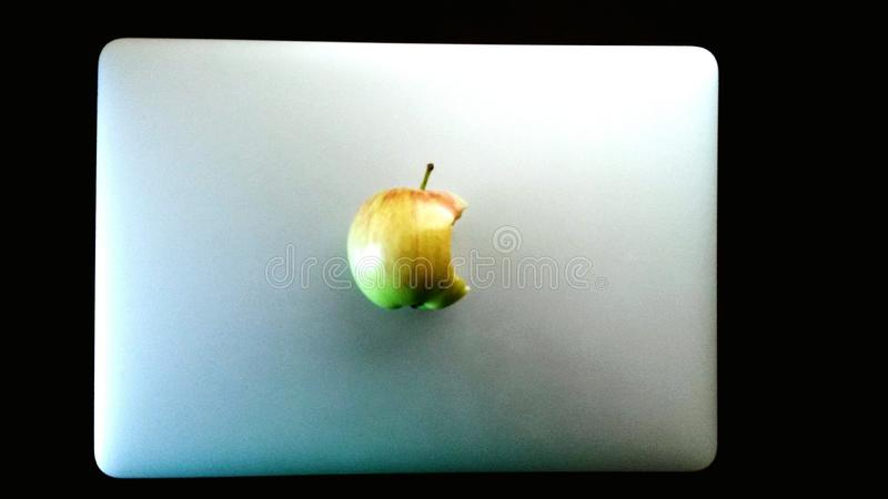 Neues Apfel macbook lizenzfreie stockfotos