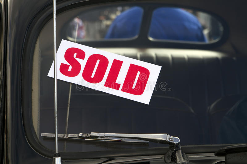 Neues Auto verkauft lizenzfreies stockbild