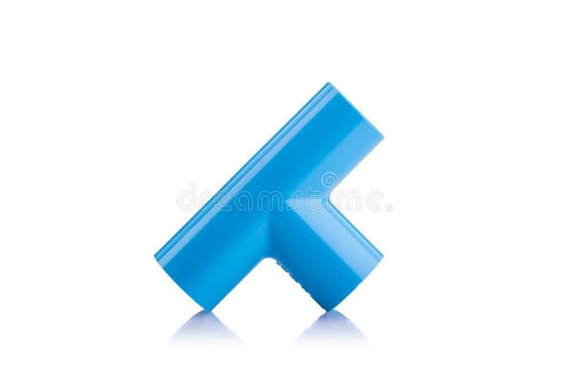 Neues blaues PVC-Verbindungsstück für die Wasserleitung lokalisiert auf Weiß lizenzfreies stockfoto