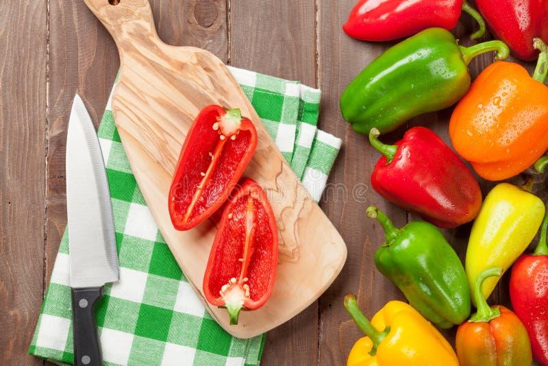Neues buntes Kochen des grünen Pfeffers stockfoto