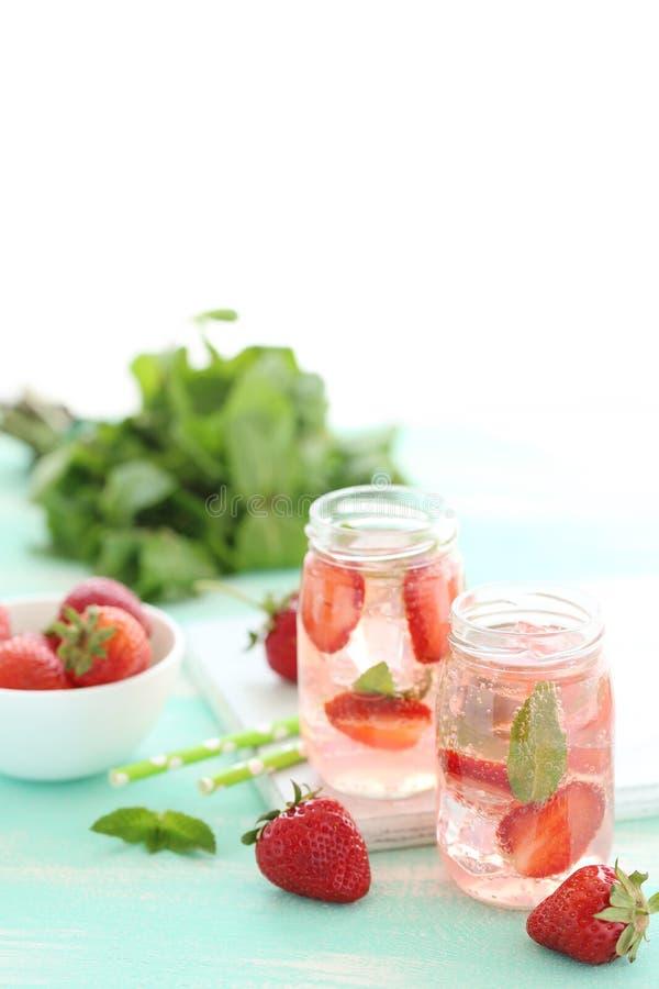 Neues Erdbeeregetränk lizenzfreie stockfotografie