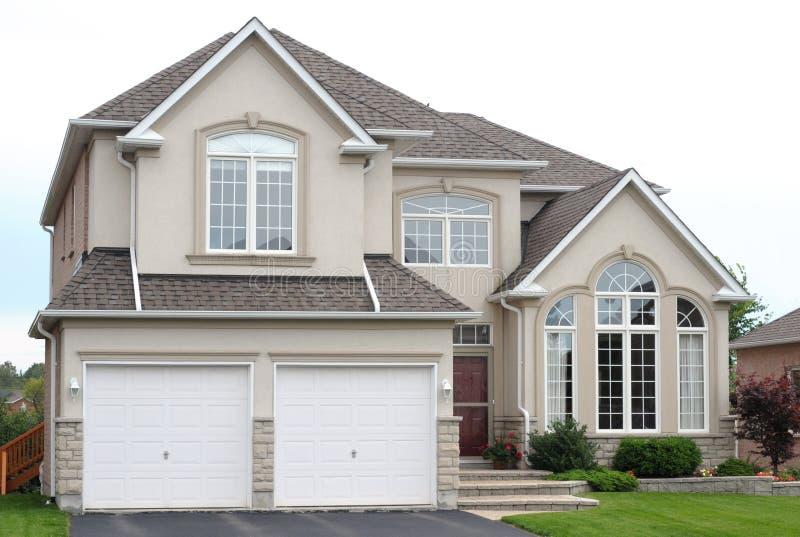 Neues Familienhaus lizenzfreies stockfoto
