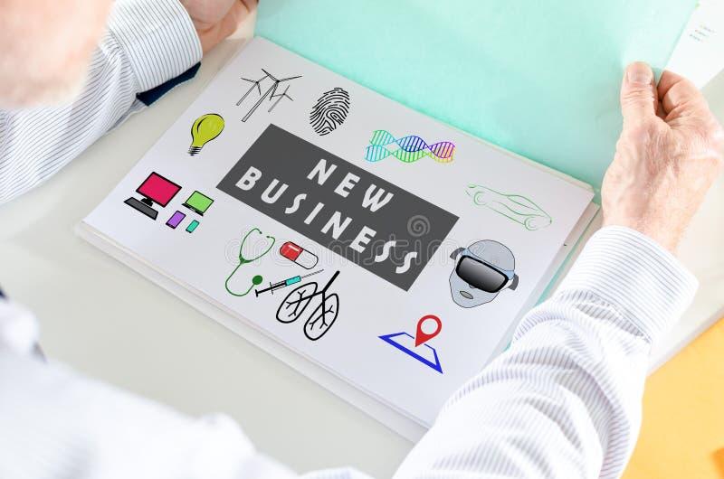Neues Geschäftskonzept auf einem Papier lizenzfreies stockbild