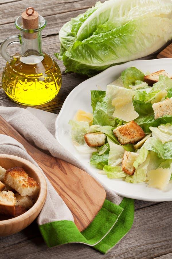 Neues gesundes Caesar-Salatkochen stockfoto