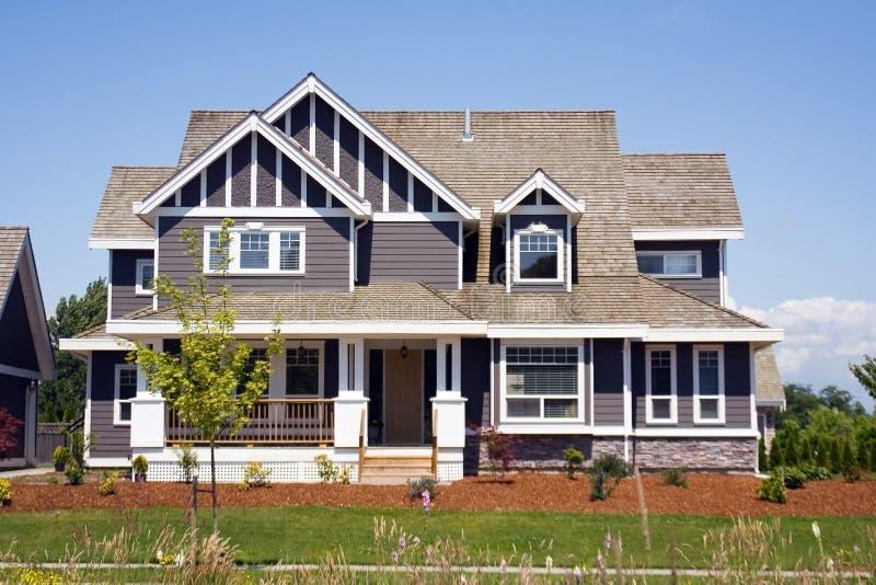 Neues großes Landhaus lizenzfreies stockbild