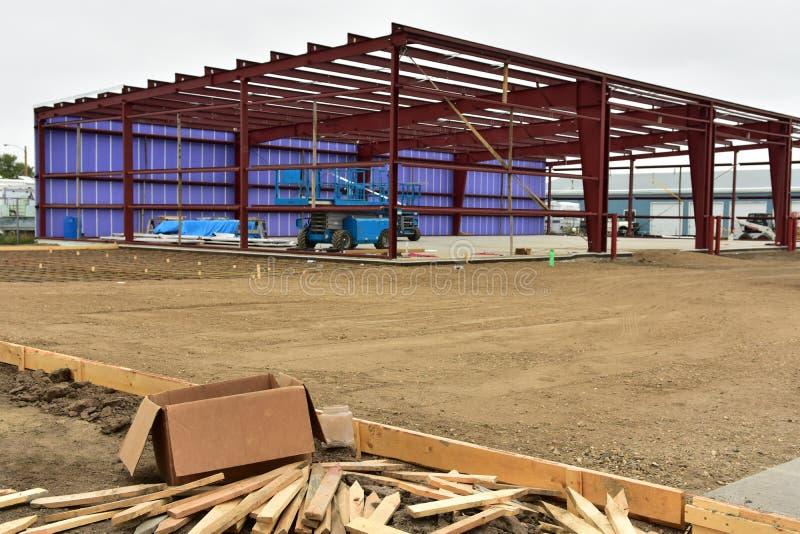 Neues Handelsgeschäft im Bau im Stadtgebiet lizenzfreie stockfotos