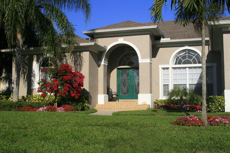 Neues Haus in den Tropen lizenzfreies stockbild