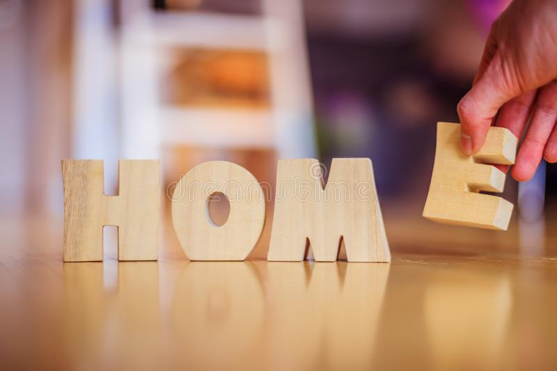 Neues Haus: Vereinbaren von HAUPTbuchstaben stockfotografie