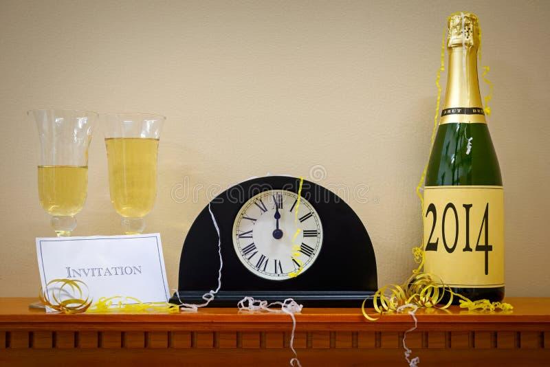 2014 neues Jahr Champagne und Uhr lizenzfreie stockfotos