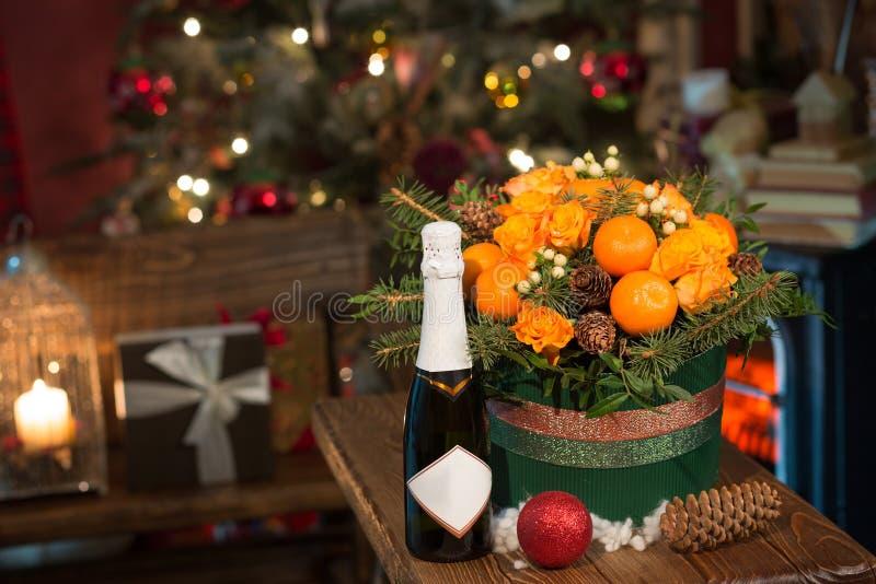Neues Jahr ein Blumenstrauß von Blumen und von Tangerinen lizenzfreie stockfotos