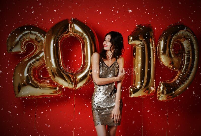 Neues Jahr Frau mit Ballonen feiernd an der Partei stockfoto