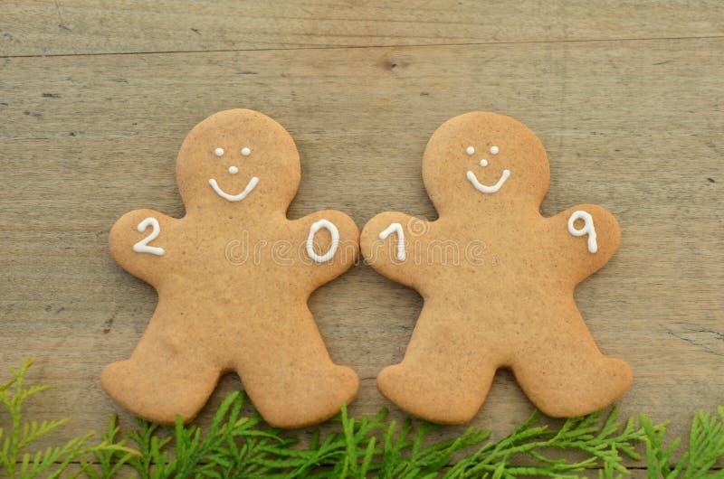 Neues Jahr 2019, Lebkuchenmann, Grüße des neuen Jahres stockfoto
