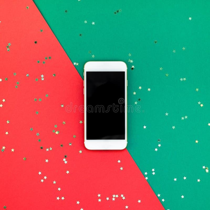 Neues Jahr oder Weihnachtensmartphonemodell stockfotos