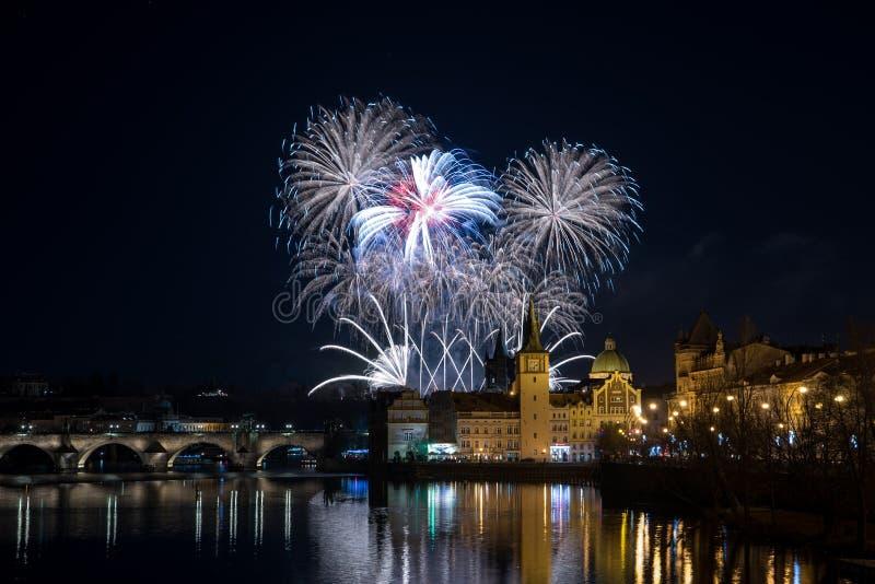 Neues Jahr Prags ` s Feuerwerke 2018 lizenzfreie stockfotos