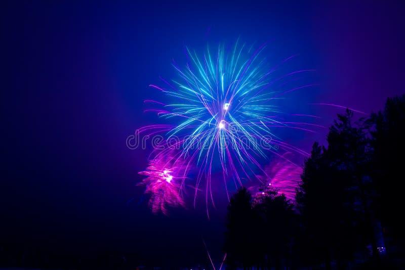 Neues Jahr ` s Feuerwerke Foto von Finnland lizenzfreie stockfotografie