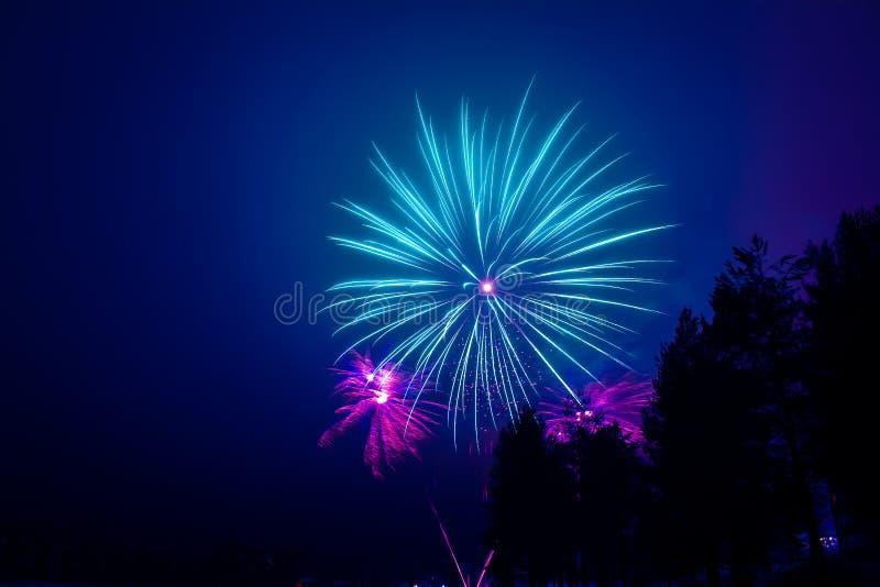 Neues Jahr ` s Feuerwerke Foto von Finnland lizenzfreie stockbilder
