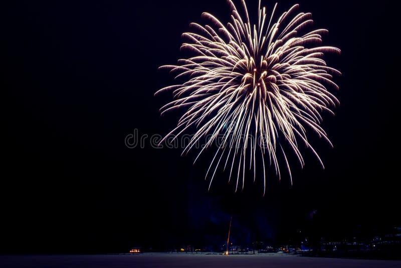 Neues Jahr ` s Feuerwerke Foto von Finnland lizenzfreie stockfotos