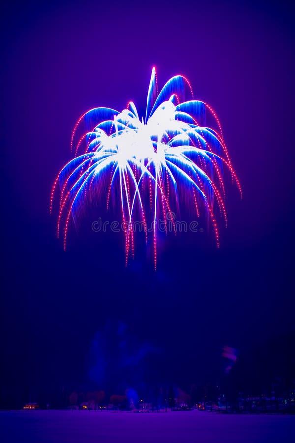 Neues Jahr ` s Feuerwerke Foto von Finnland lizenzfreies stockbild
