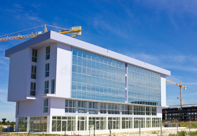 Neues modernes Gebäude lizenzfreies stockfoto
