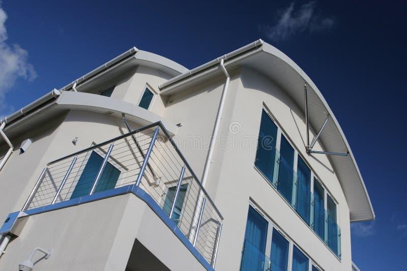 Neues modernes Luxuxhaus-Haus lizenzfreie stockfotos