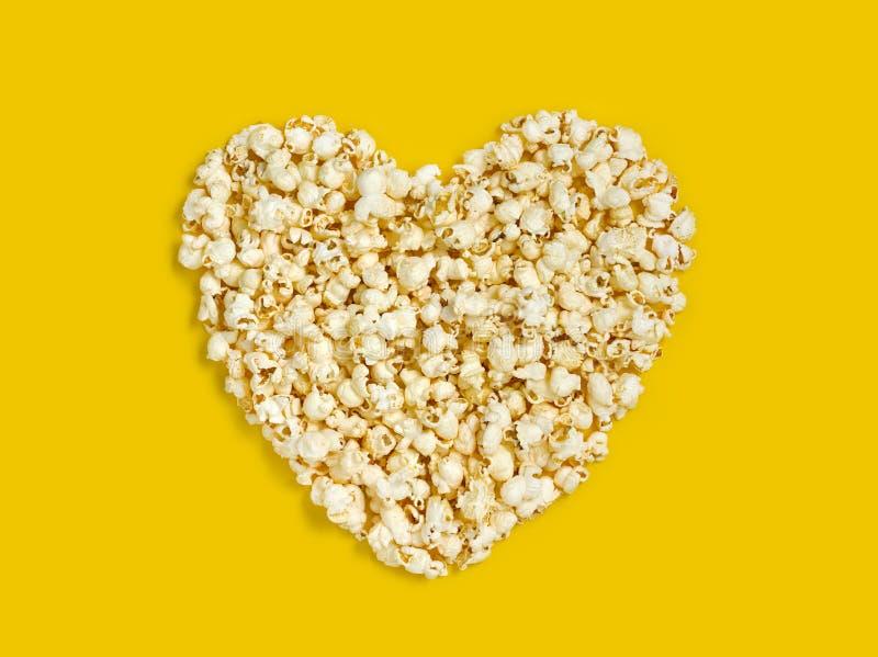 Neues Popcornherz formte Nahaufnahme lizenzfreie stockbilder