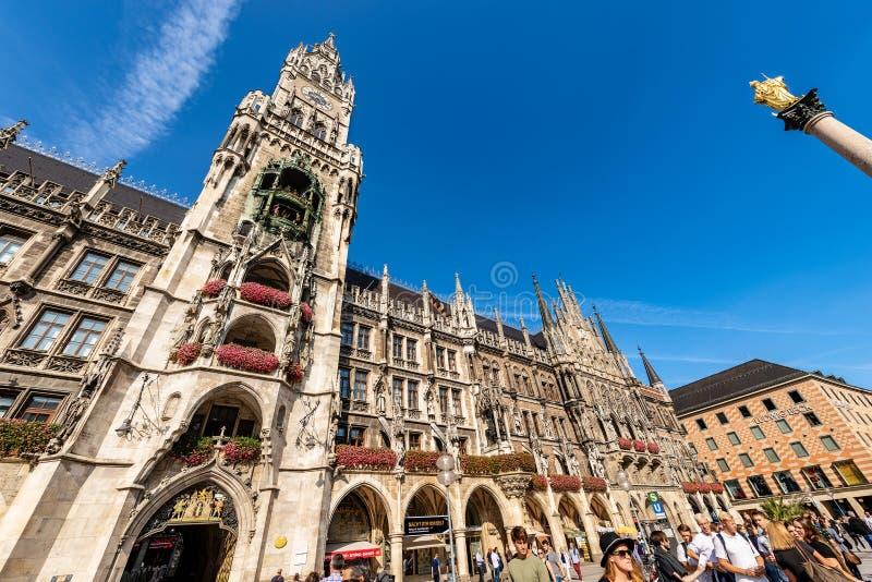 Neues Rathaus, Mariensaule i Marienplatz - Monachium fotografia royalty free
