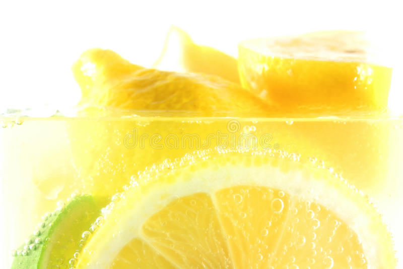 Neues reales Zitronegetränk lizenzfreies stockfoto