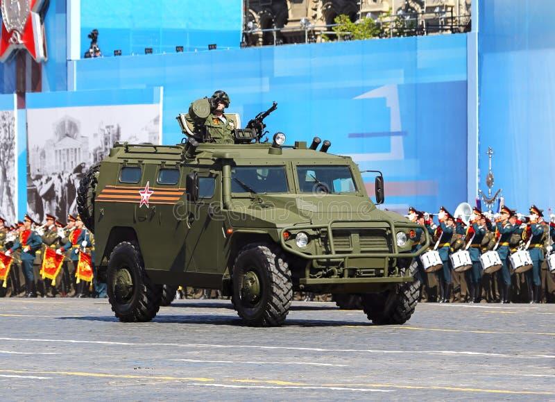 Neues russisches Militär aller Gelände-LKW auf der Militärparade lizenzfreies stockbild