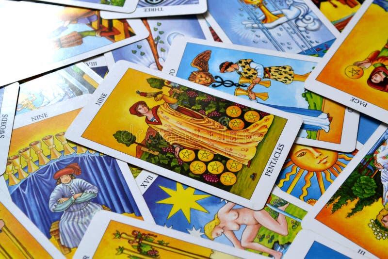 Neuf de stabilité financière de richesse de prospérité de succès de carte de tarot de pentagrammes illustration libre de droits