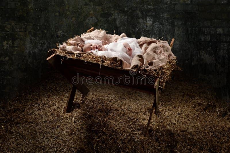 Neugeborener Jesus auf einer Krippe lizenzfreie stockfotos