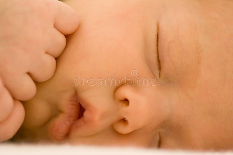 Neugeborenes Schätzchen-Schlafen stockfotografie
