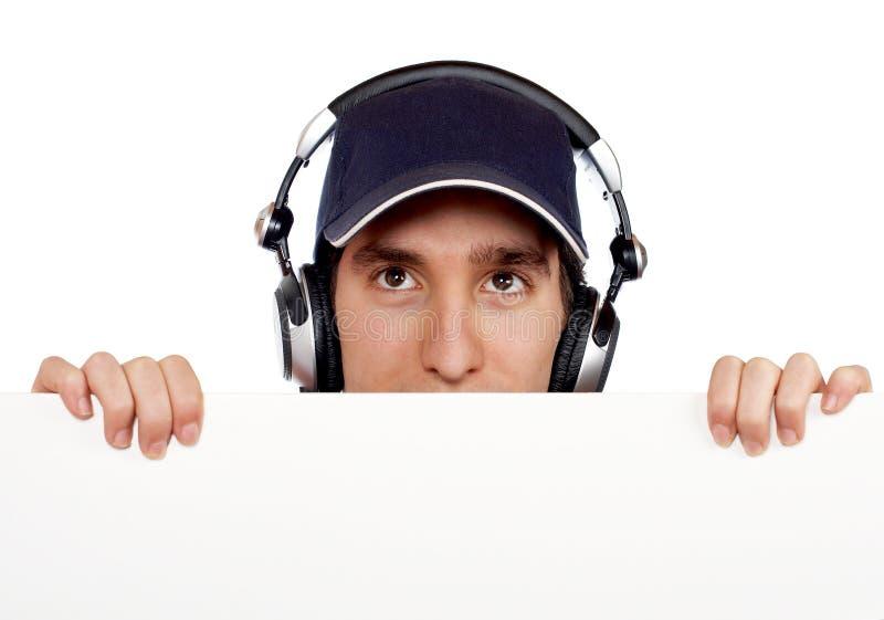 Neugieriger stattlicher Diskjockey lizenzfreies stockbild