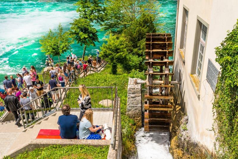Neuhausen AM Rheinfall, Suisse - 23 juillet 2019 La cascade sur la rivière le Rhin dans la ville Neuhausen suis Rheinfall dans Sw image libre de droits