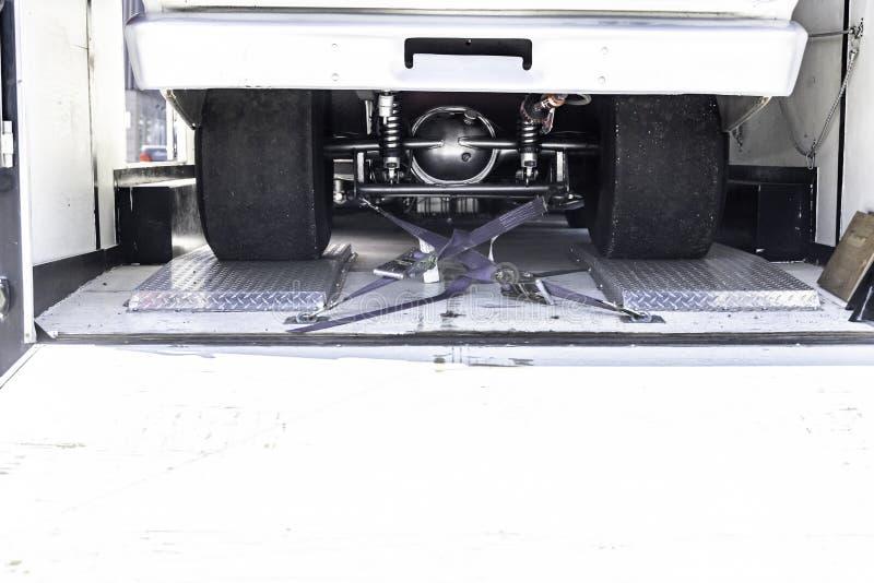 Neumático ancho adicional en el coche de competición de la fricción en remolque fotos de archivo libres de regalías