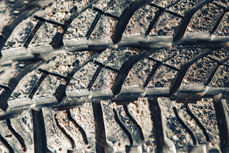 Neumático campo a través claveteado con fango fotos de archivo libres de regalías