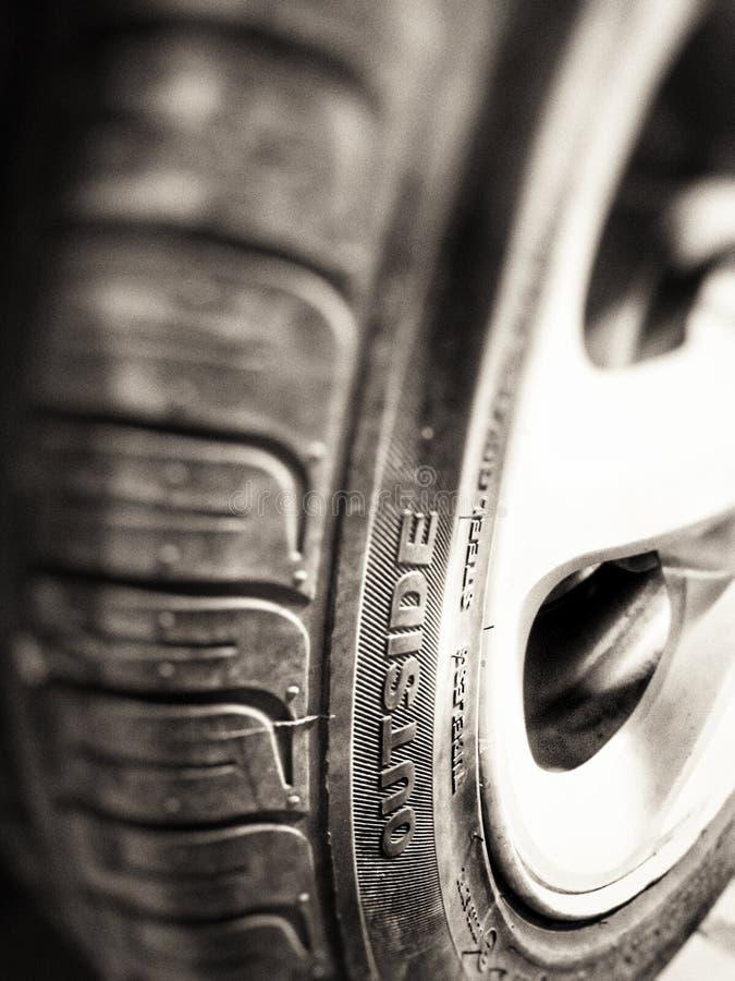 Neumático cansado imagenes de archivo