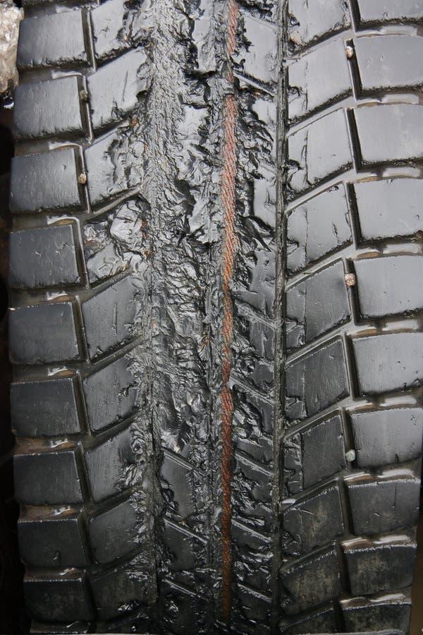 Neumático dañado imagenes de archivo